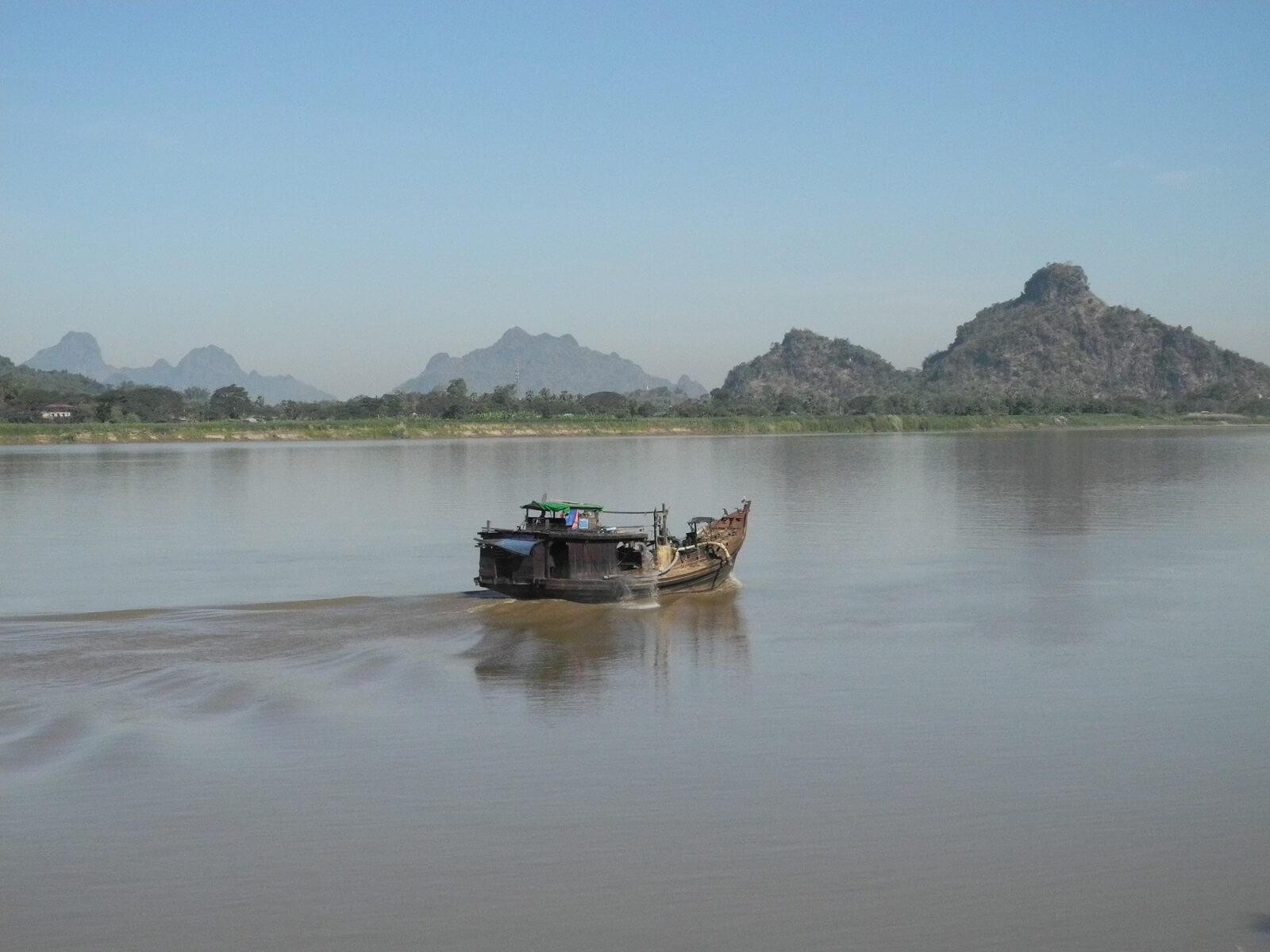 Barca a Hpa-an