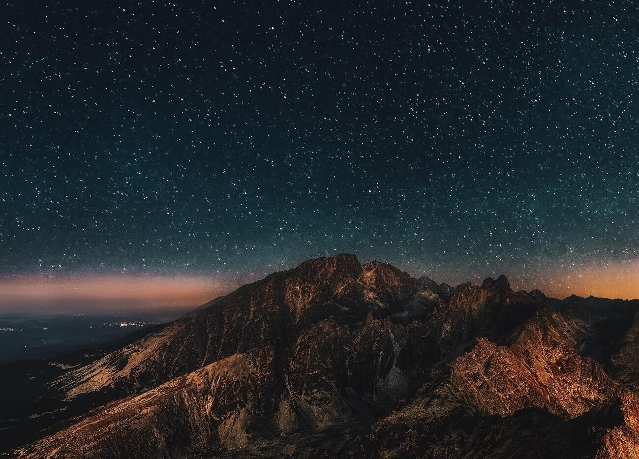 Il cielo notturno visto dalle Dolomiti