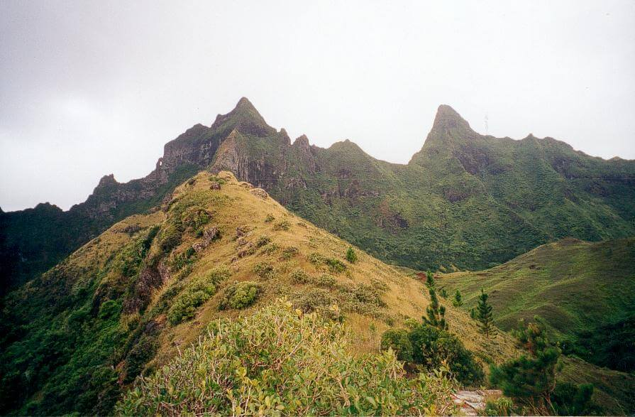 Rapa Iti, i monti Tautautu e Pukumaru