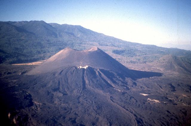 Il giovane cono vulcanico del Paricutin