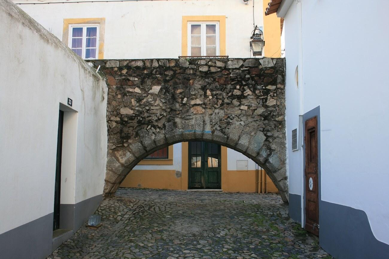 L'arco più basso dell'acquedotto di Evora