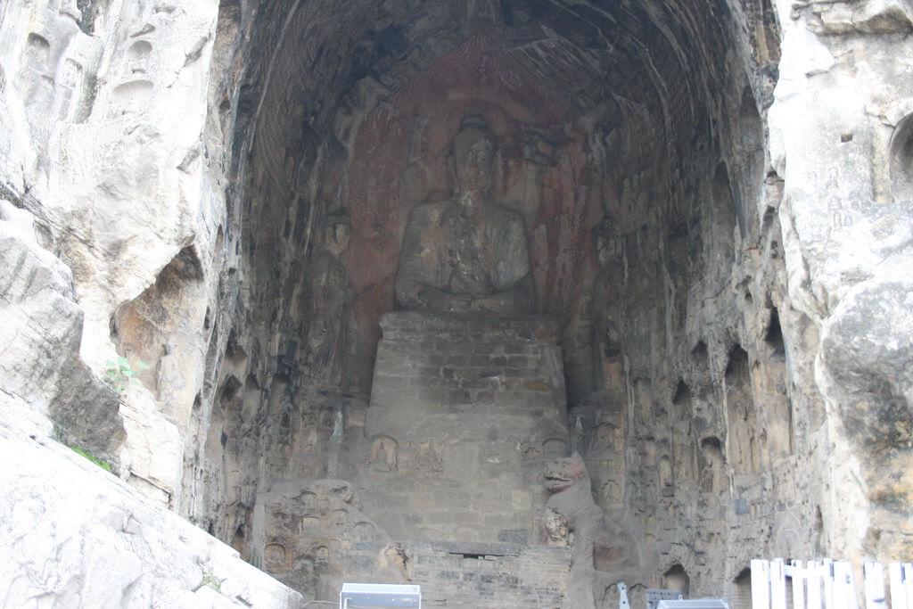 Statua di Buddha nella grotta di Guyang