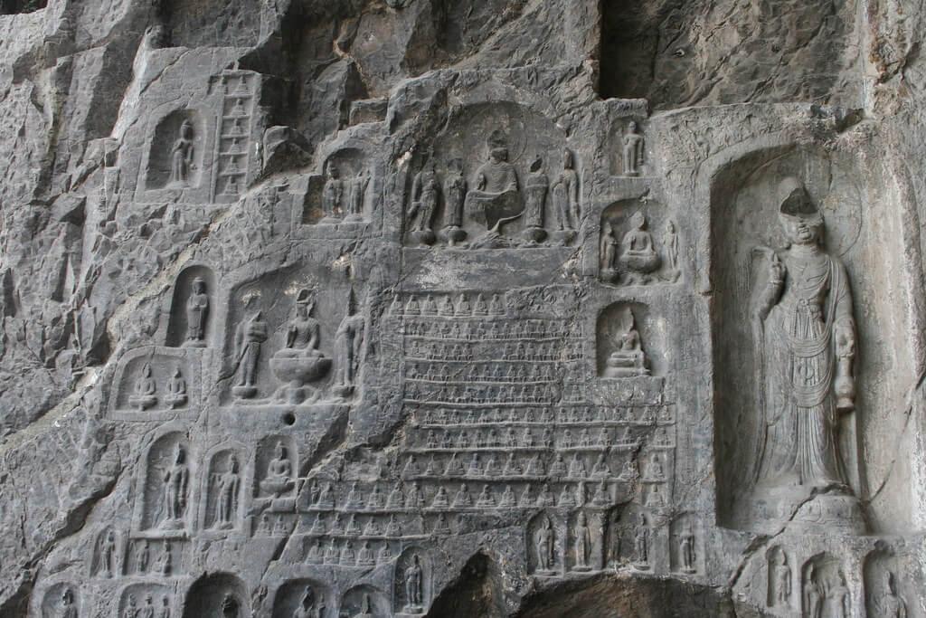 Un bodhisattva all'esterno della Grotta dei 10mila Buddha