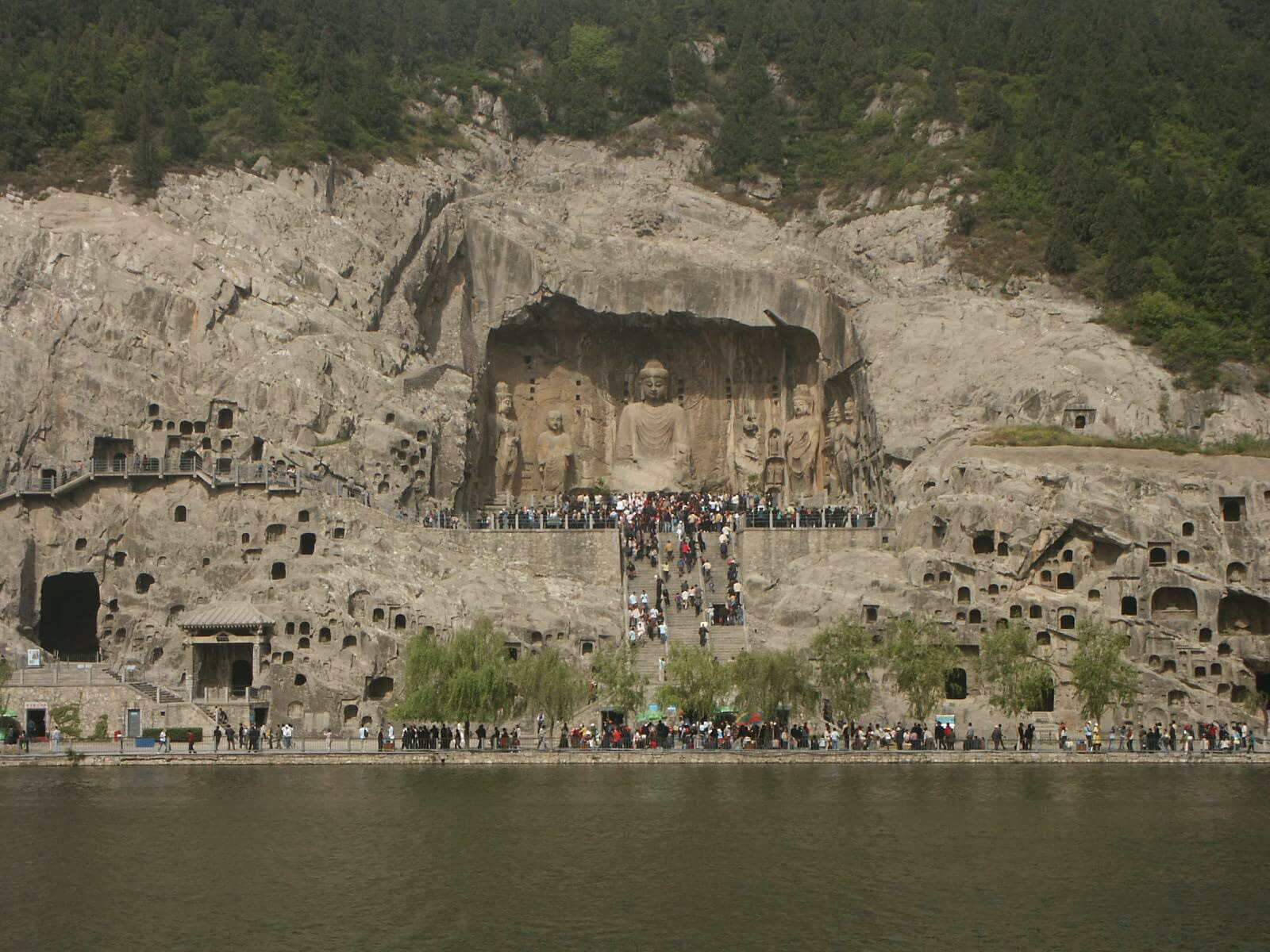 Grotte di Longmen, Cina