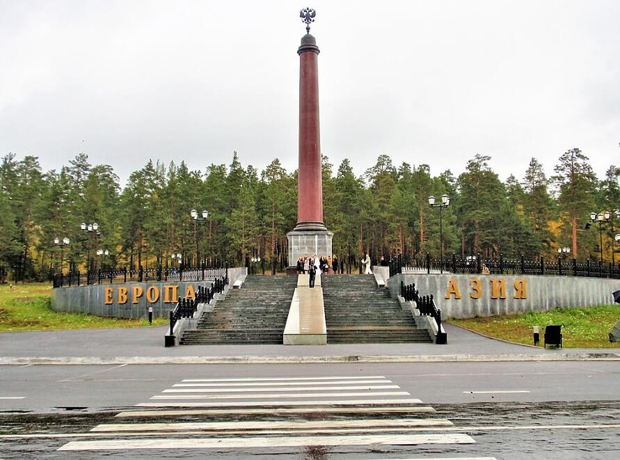 L'obelisco Asia - Europa a Pervoural'sk, nei pressi di Ekaterinburg