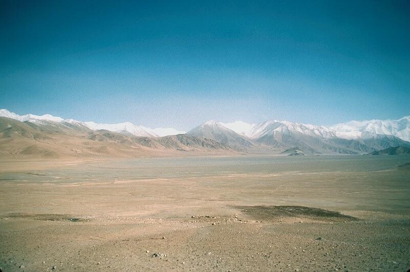 Le montagne del Karakorum che circondano la parte ovest del Taklamakan, nella prefettura di Kashgar