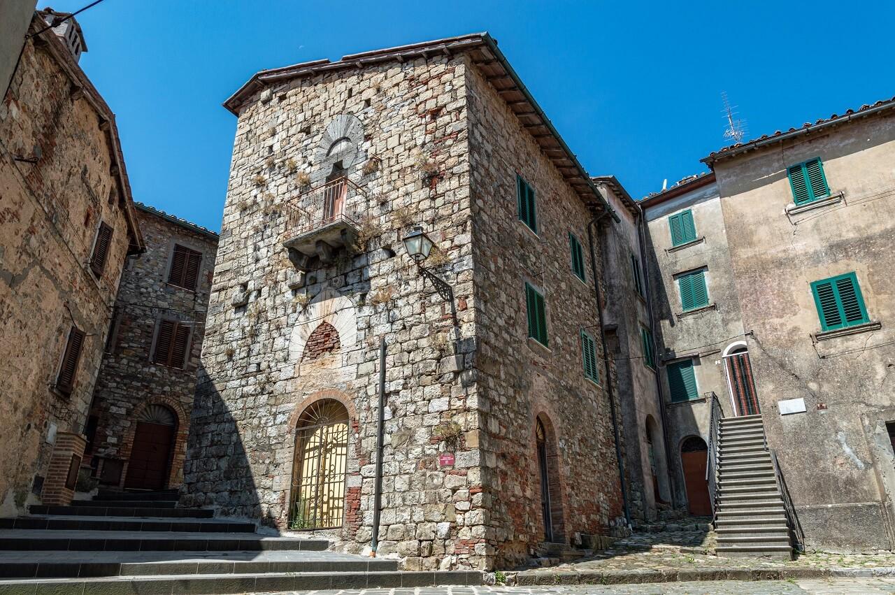 Casa Biageschi, una delle case torri di Montieri