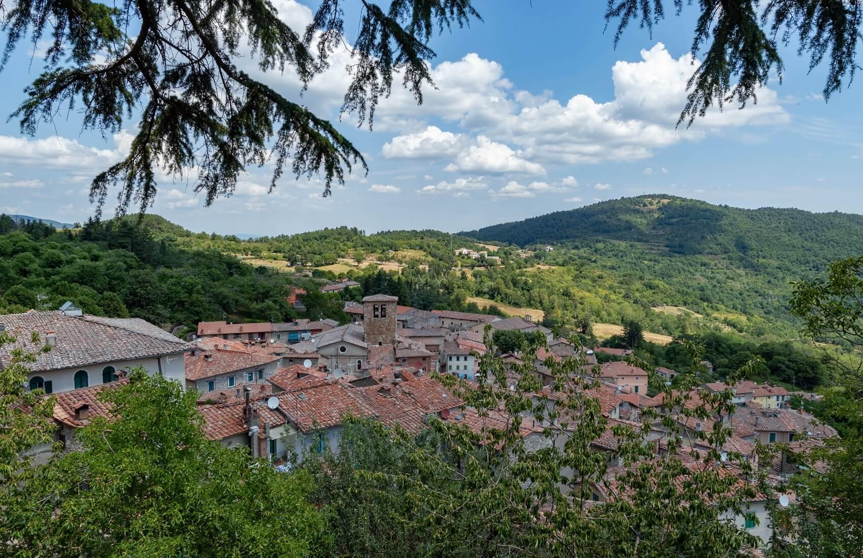 Montieri, veduta del paese dalla chiesa di San Giacomo Apostolo