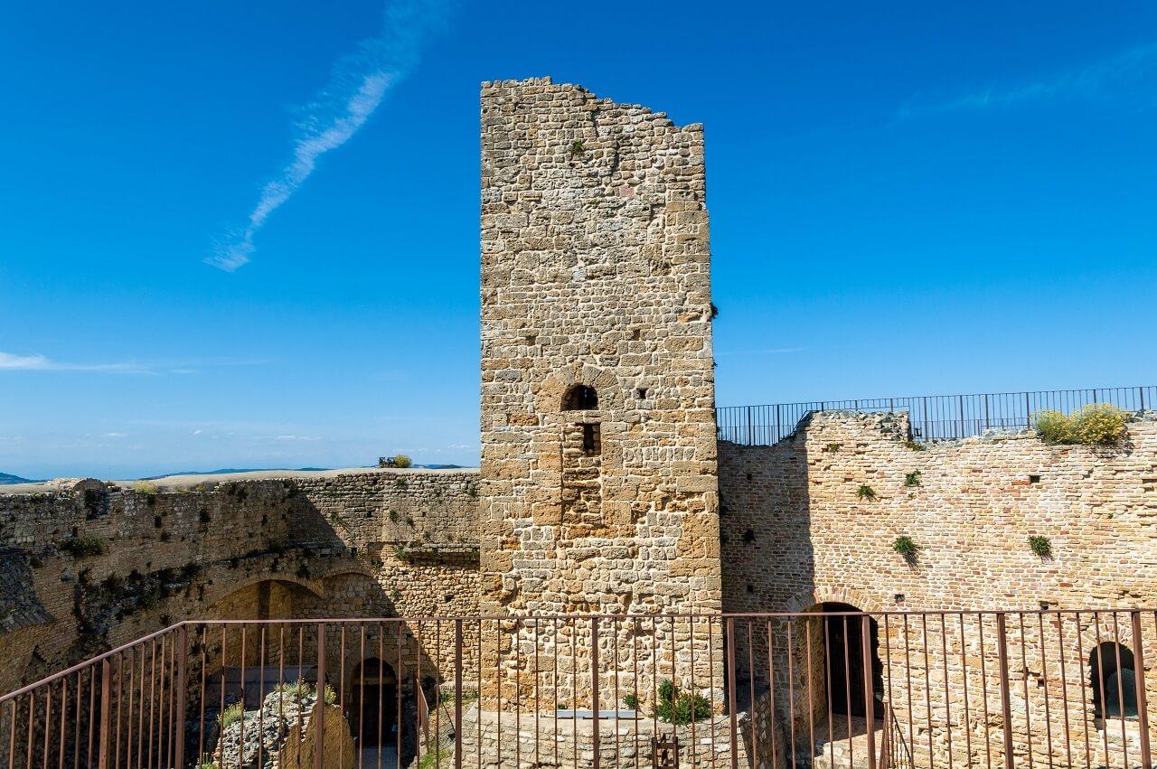 Rocca Sillana: la torre (XI secolo) dopo i lavori di restauro