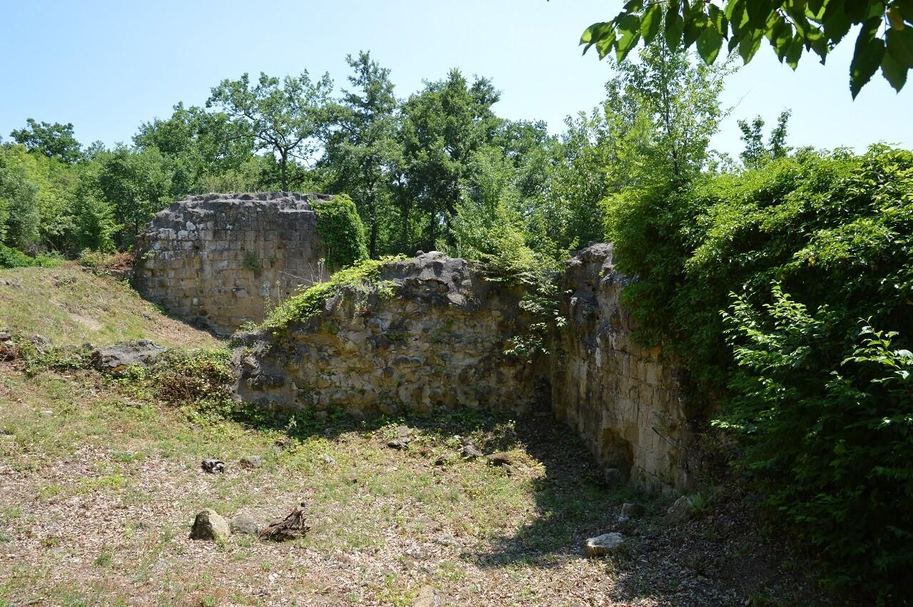 Scorcio del secondo castello di Vitozza, la città di pietra