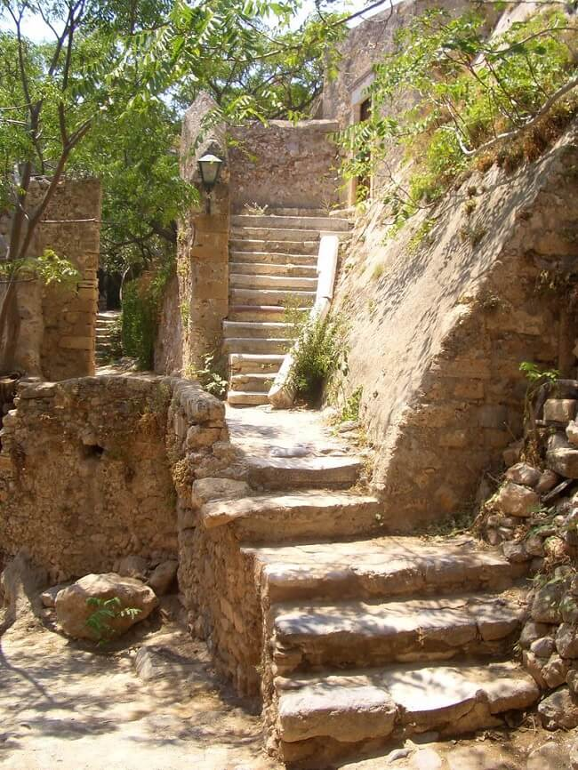 Scale in pietra del kastro