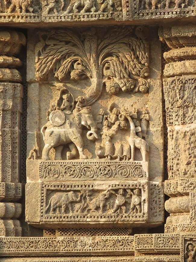 Re Narasingha Deva I, su di un elefante da guerra (Tempio del Sole di Konark)