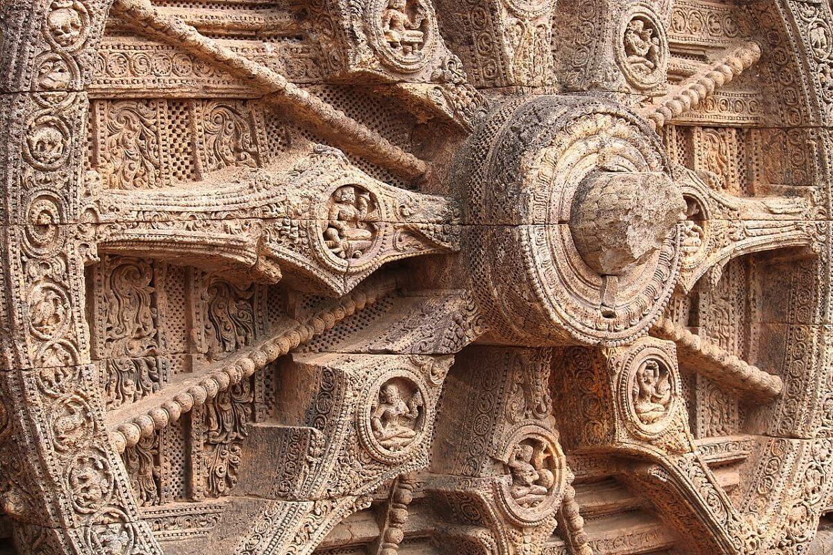 Particolare della ruota in pietra, con il mozzo al centro