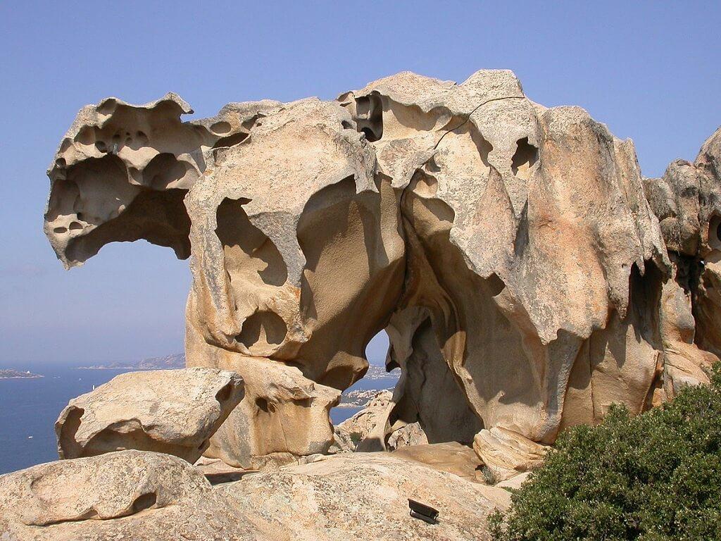 La Roccia dell'Orso in Sardegna, una delle formazioni rocciose più strane e interessanti in Italia