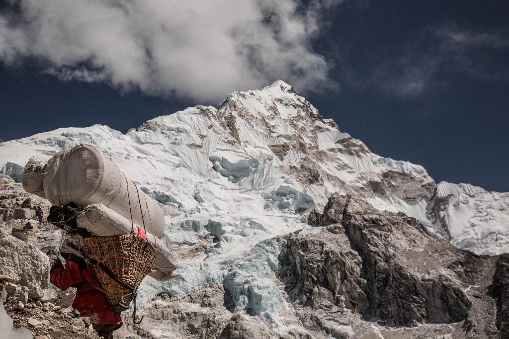 L'Everest è poco sopra i tropici e questo lo rende ancora più difficile da scalare
