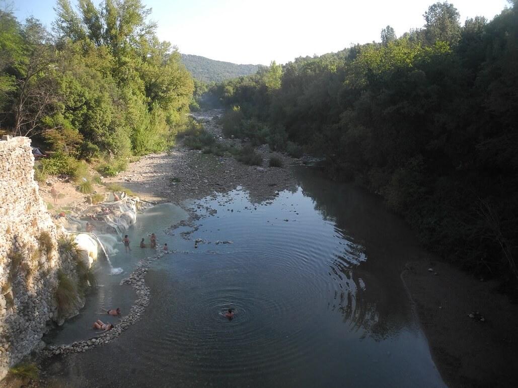 Le Terme di Petriolo, lungo il corso del fiume Farma