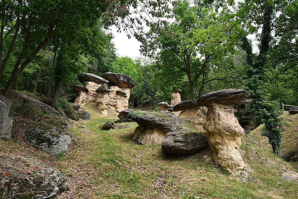 Le rocce strane della Riserva naturale dei Ciciu del Villar, provincia di Cuneo