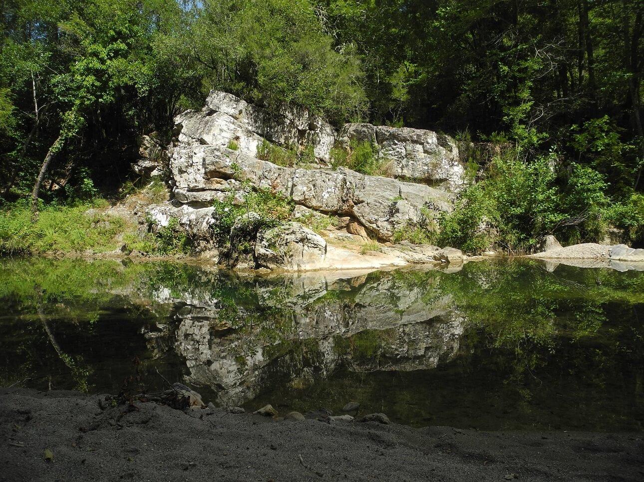 Piscina naturale lungo il corso del fiume Farma
