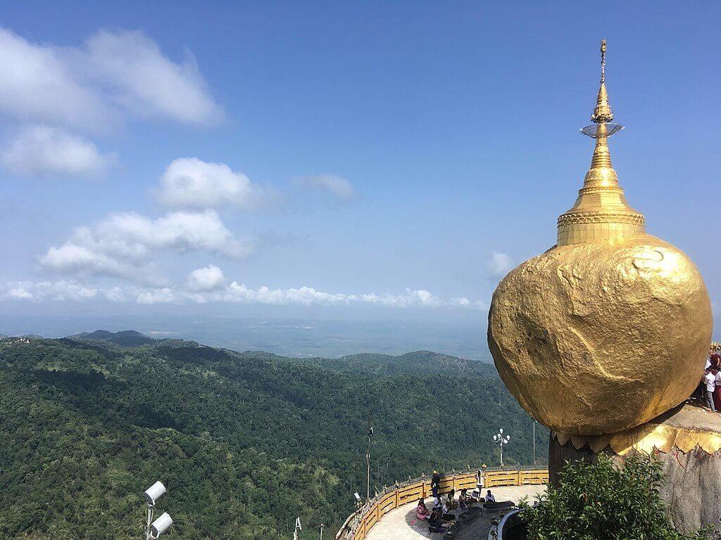 La strana Roccia d'oro di Kyaiktiyo