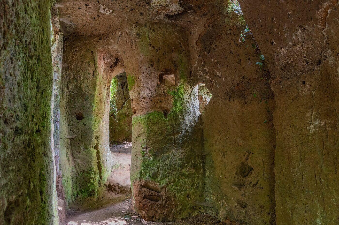 L'oratorio rupestre della Via Cava San Sebastiano