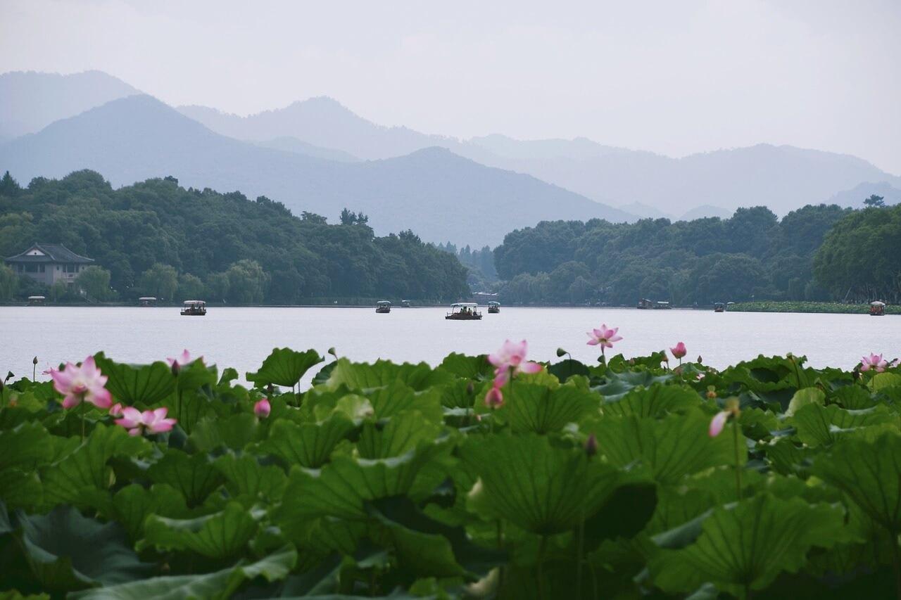 Il lago dell'Ovest è uno dei due siti UNESCO di Hangzhou