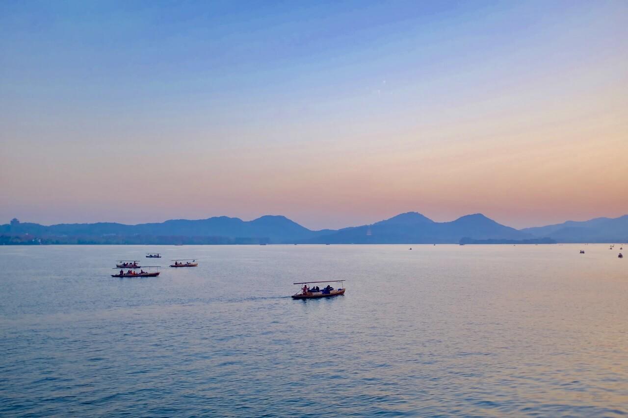 Tramonto estivo sul Lago dell'Ovest di Hangzhou
