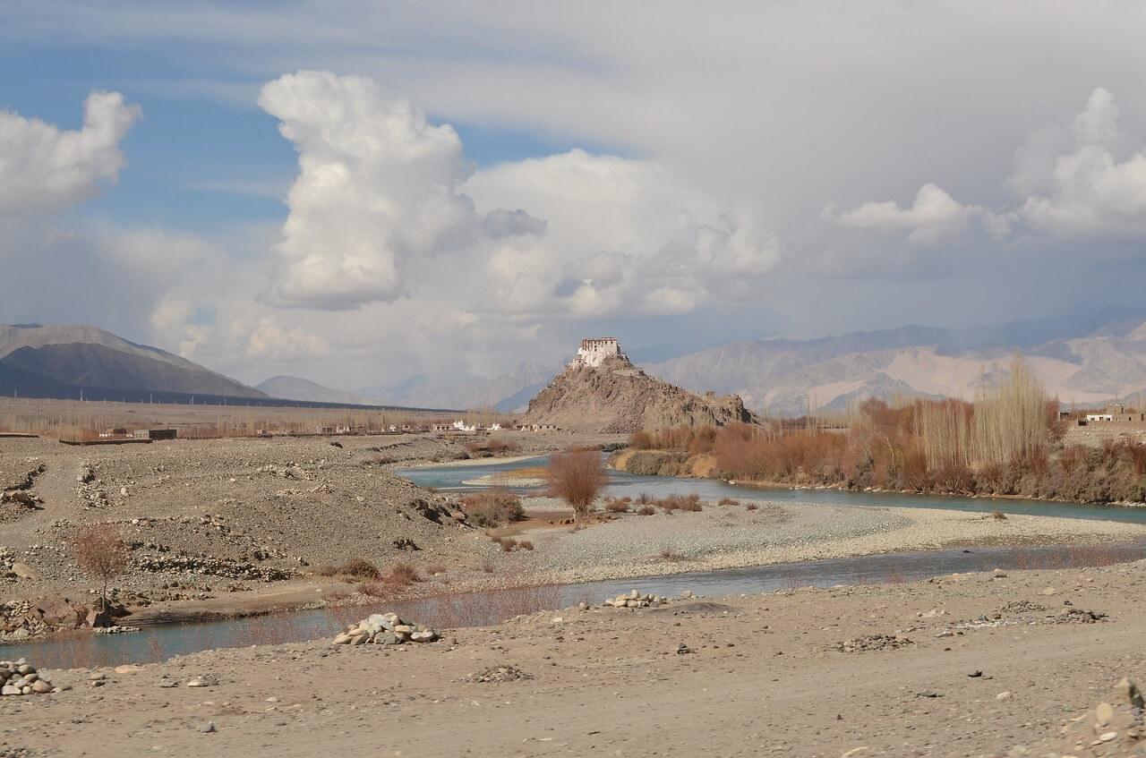 Monastero di Stakna e fiume Indo. Ladakh, India