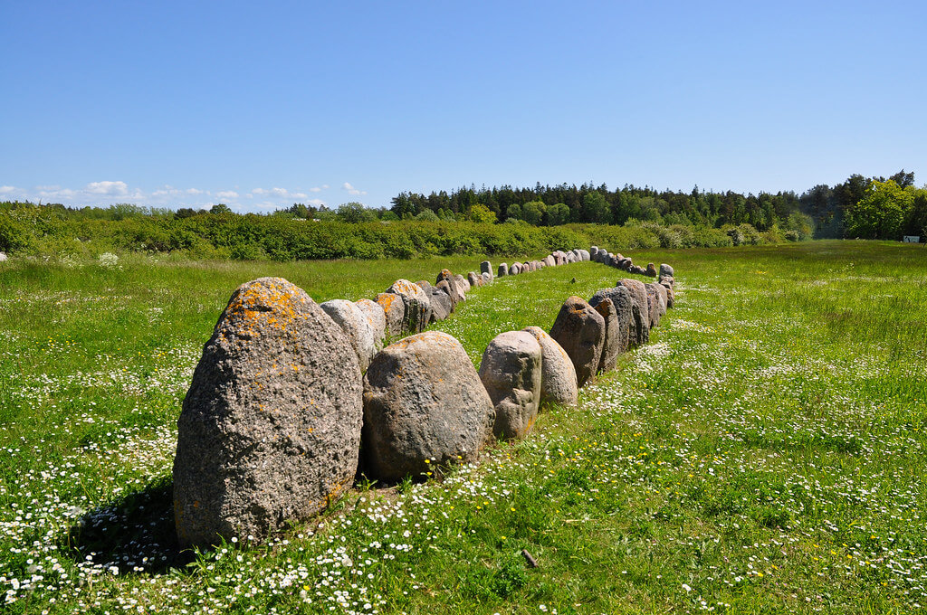 Una delle navi di pietra dell'isola di Gotland, in Svezia
