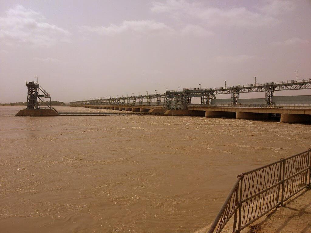L'imponente sbarramento di Kotri, provincia del Sindh (Pakistan)