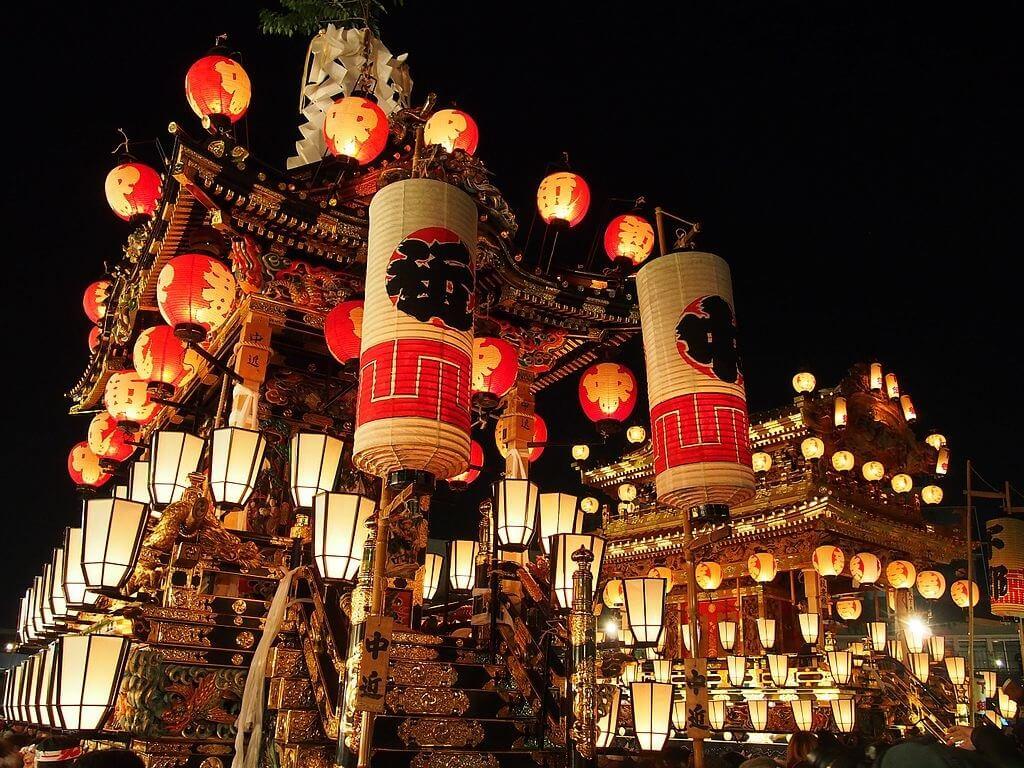 Carri allegorici del Chichibu Yomatsuri, che festeggiano l'incontro amoroso tra Buko e Myoken