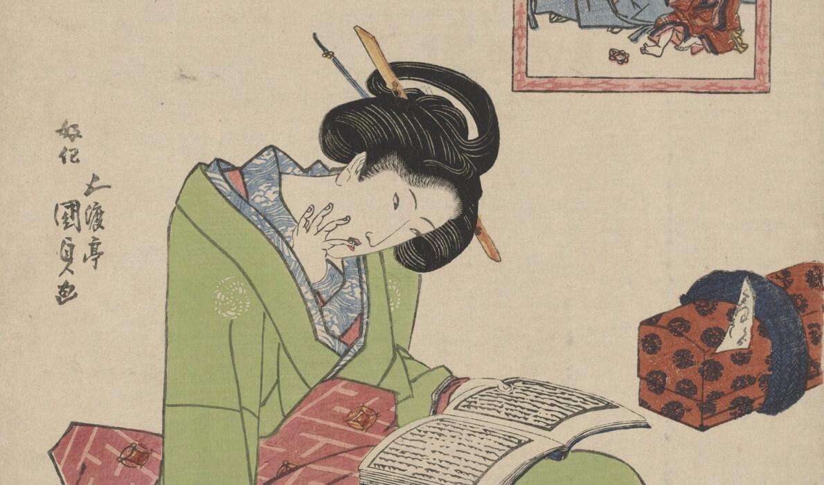 Donna immersa nella lettura di romantiche leggende d'amore giapponesi