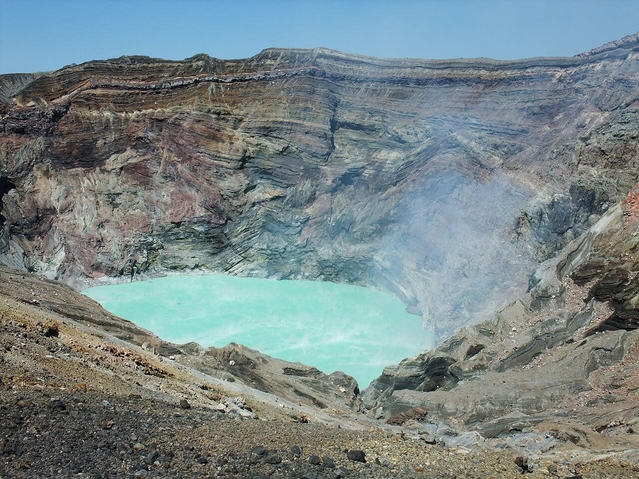 Monte Aso, il cratere del Nakadake. L'Aso si trova in Kyushu, Giappone
