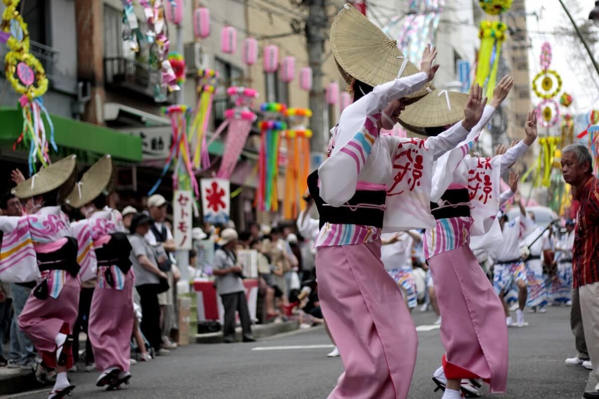 Danze nel corso di un Tanabata festival