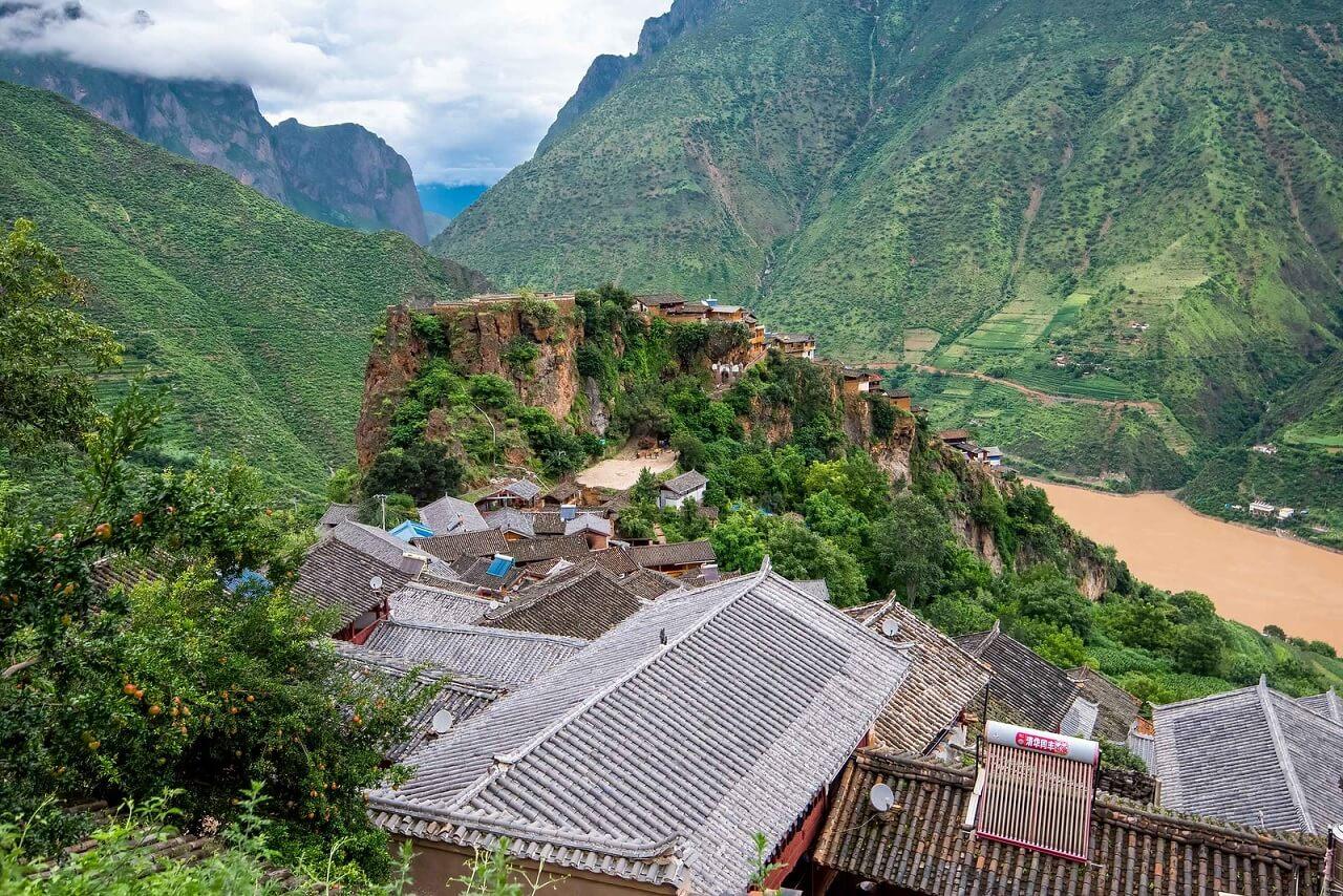 Baoshan Stone Village, costruito su uno sperone roccioso