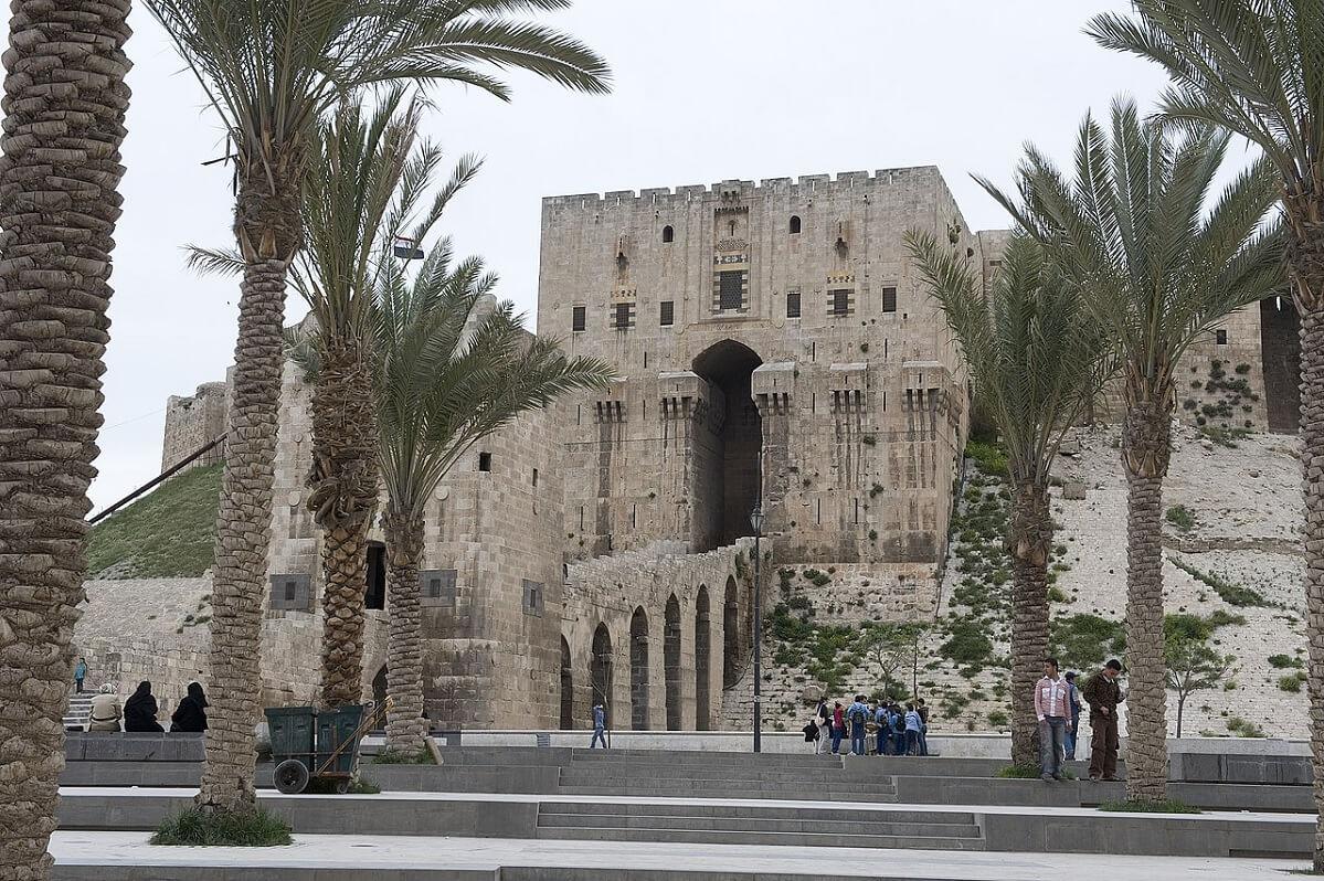 Ingresso della cittadella di Aleppo, crocevia lungo l'antica via della seta