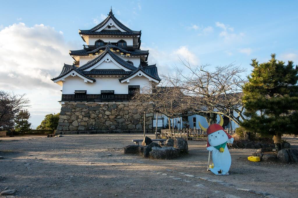 Il castello di Hikone e la mascotte Hikonyan