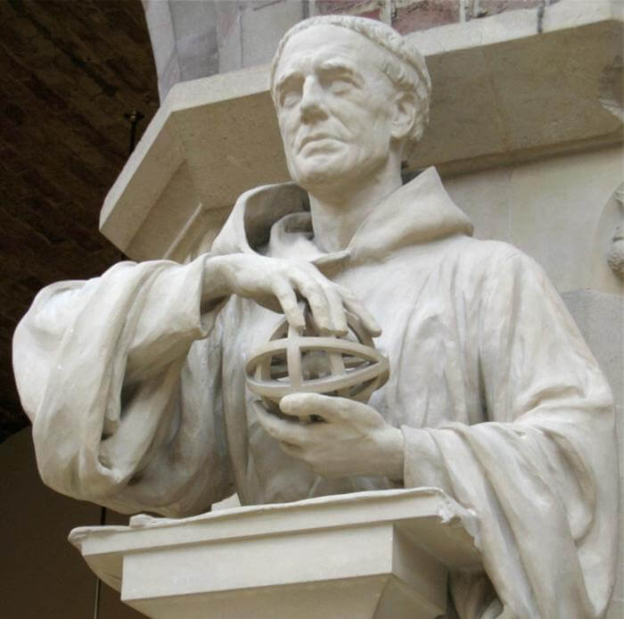 Statua di Ruggero Bacone