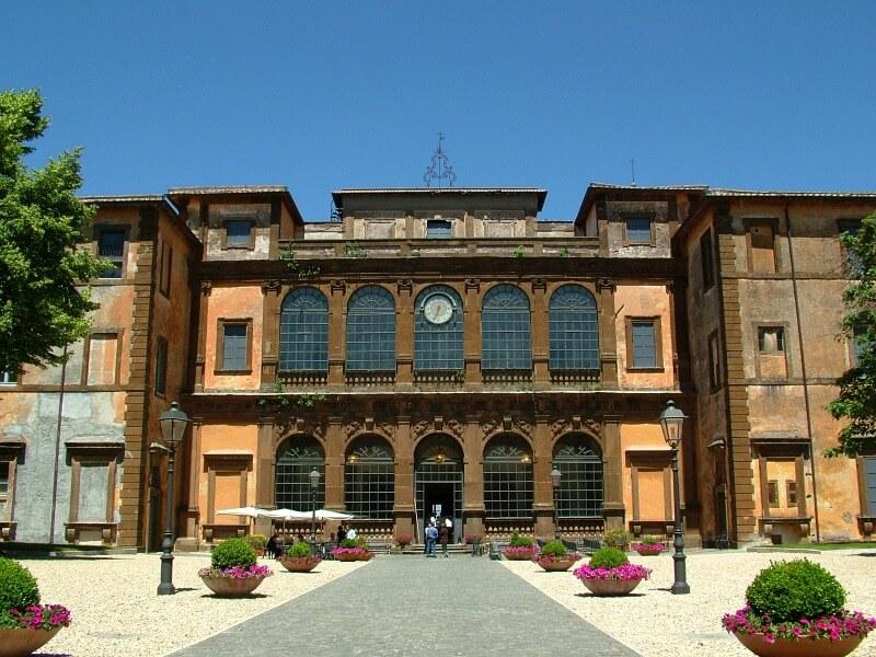 Villa Mondragone, Frascati. Il manoscritto Voynich fu acquistato come parte di un lotto di trenta libri delle biblioteca di questa villa