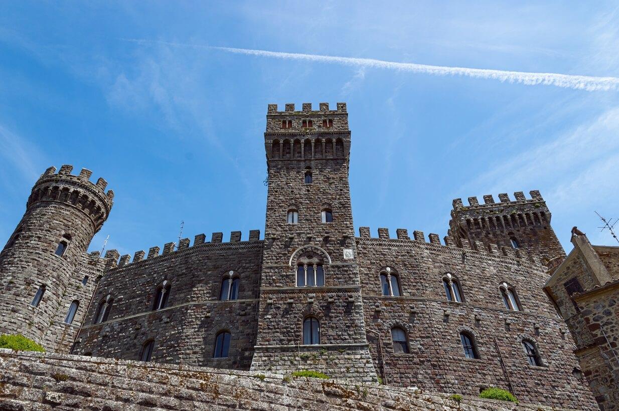 Uno dei lati del castello di Torre Alfina