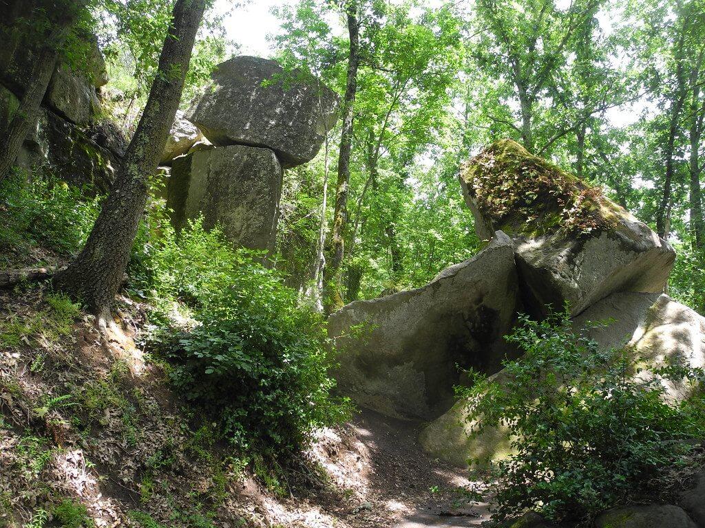 Macigni in bilico prima della cascata del Martelluzzo (Corviano)