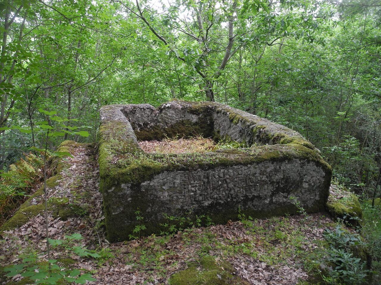 Tomba di M. Larcio, nella selva di Malano