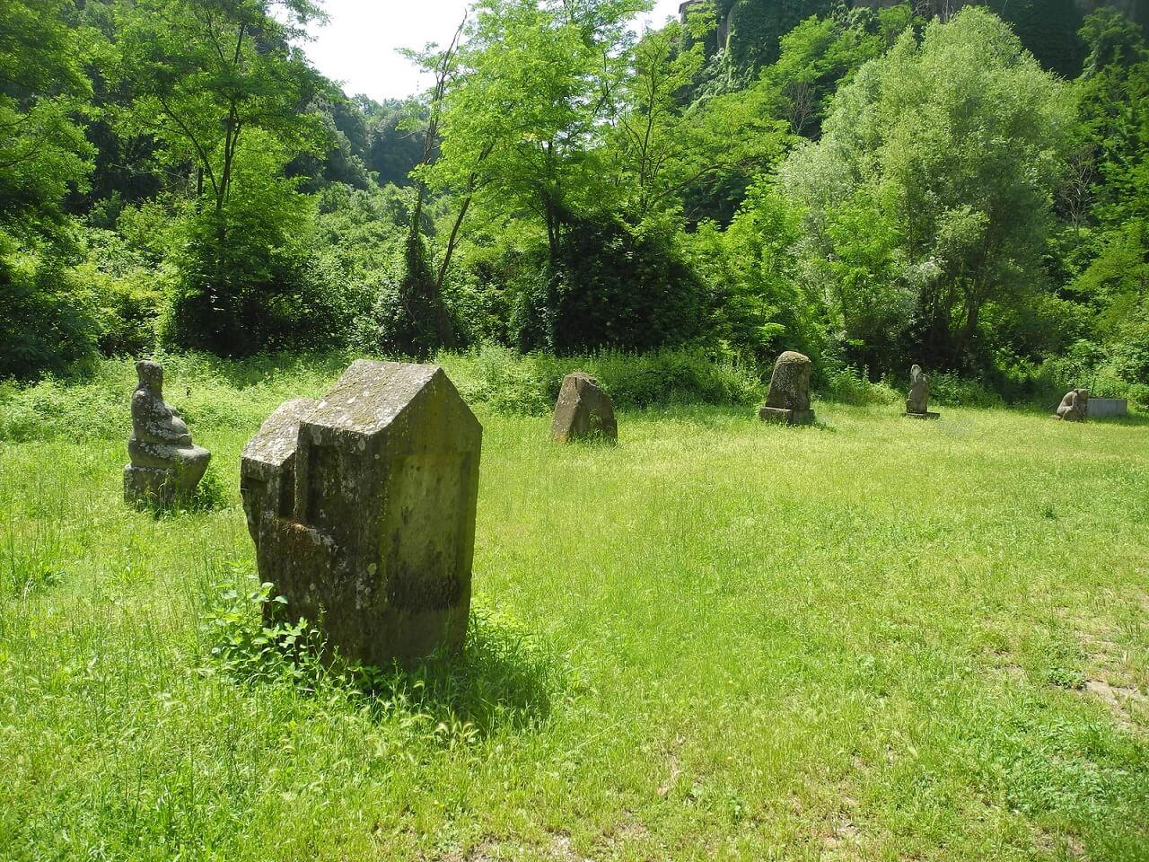 La valle delle sculture, nei pressi di Vitorchiano