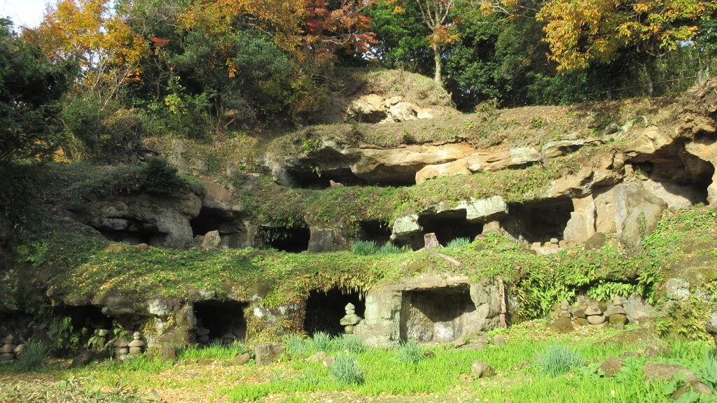 Le Mandarado Yagura Caves, lungo uno dei sette ingressi di Kamakura