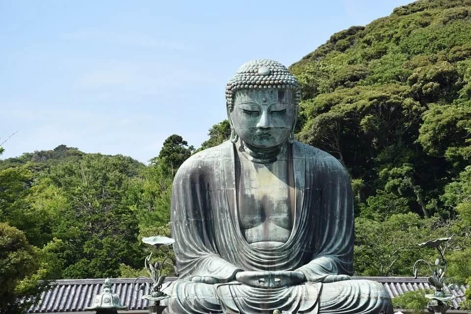 Il Daibutsu, il Grande Buddha di Kamakura, nel tempio Kōtoku-in