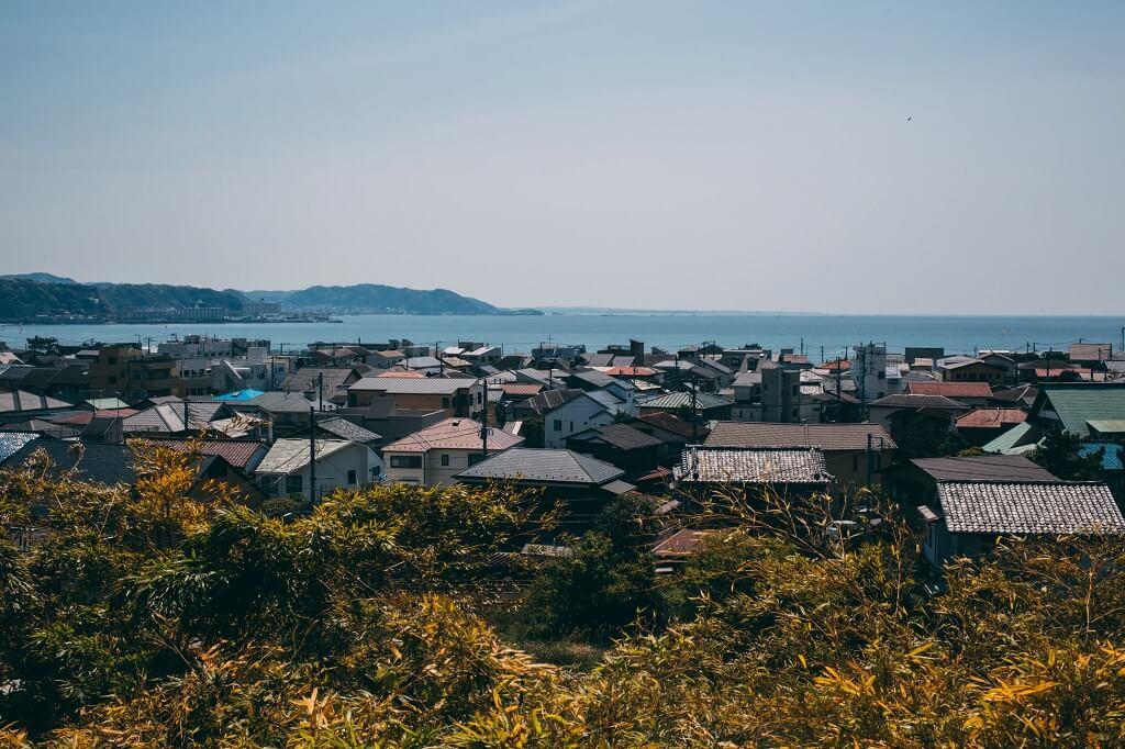 Panoramica di Kamakura con la baia di Sagami