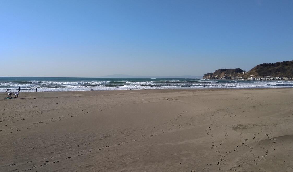 La spiaggia di Kamakura e la baia di Sagami