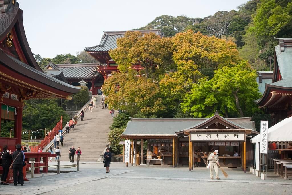 Lo Tsurugaoka Hachiman-gū, il principale santuario di Kamakura, fatto costruire da Minamoto no Yoritomo